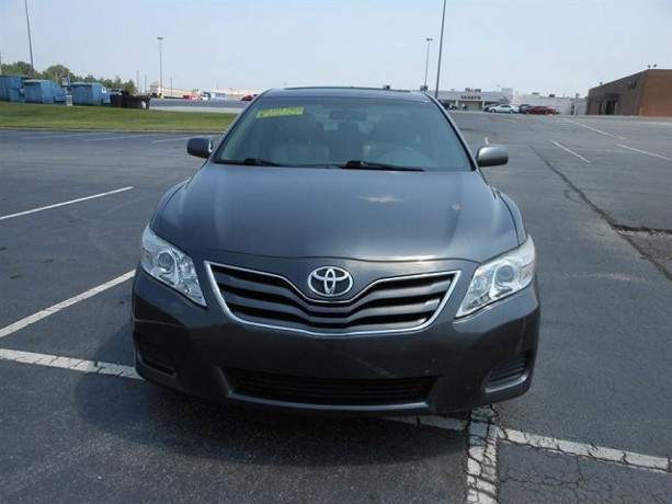 2010-toyota-camry-le-still-in-excellent-condition-big-4