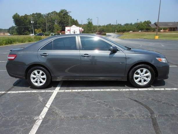 2010-toyota-camry-le-still-in-excellent-condition-big-2