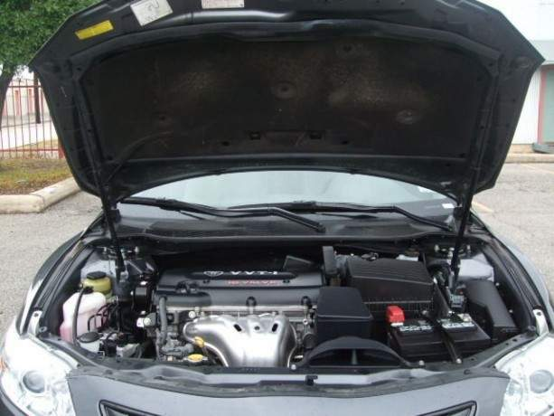 2010-toyota-camry-le-still-in-excellent-condition-big-1