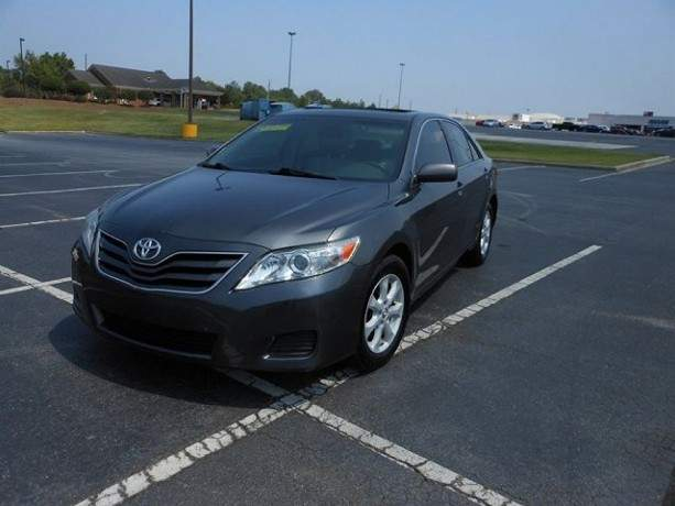 2010-toyota-camry-le-still-in-excellent-condition-big-3