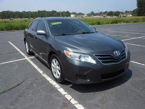 2010-toyota-camry-le-still-in-excellent-condition-big-0